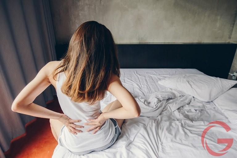 sáng ngủ dậy bị đau lưng